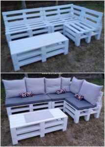 Pallet Garden Couch and Table Idea